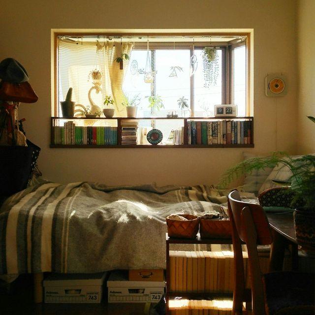 naoさんの、TWEMCO,かご,ブランケット,無印良品,窓辺,グリーンのある暮らし,NO GREEN NO LIFE,賃貸,本棚,出窓,身の丈生活,一人暮らし,Bedroom,のお部屋写真