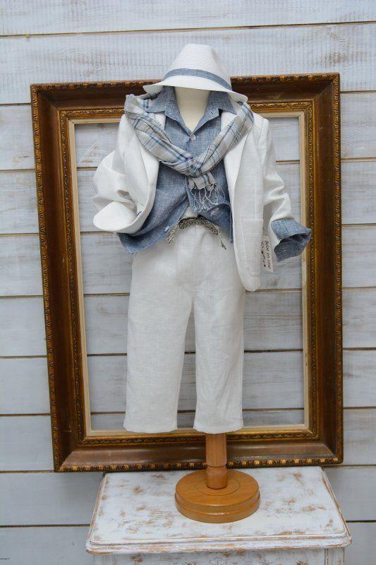 Κουστουμάκι βαπτιστικό για αγοράκι λινό Ελληνικής ραφής . One size κατάλληλο για ηλικία μέχρι 1,5 έτους.  Η τιμή περιλαμβάνει   πουκάμισο πατελονάκι γιλέκο το κασκόλ της φωτογραφίας το καπελάκι της φωτογραφίας