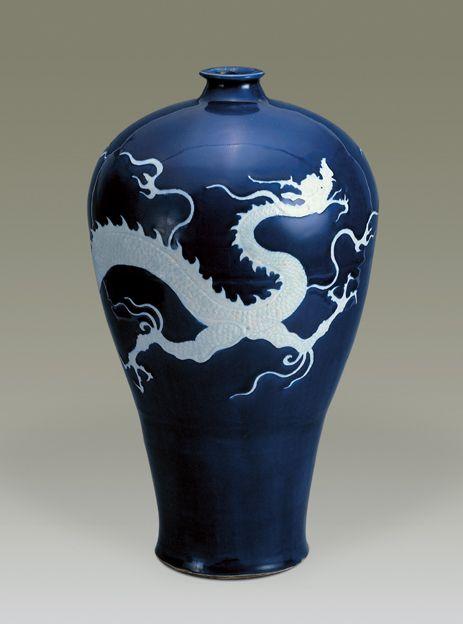 Vase meiping, dynastie des Yuan, Mid 14th century  Porcelain with cobalt blue decoration, H:33.6 cm, Paris, musée Guimet.
