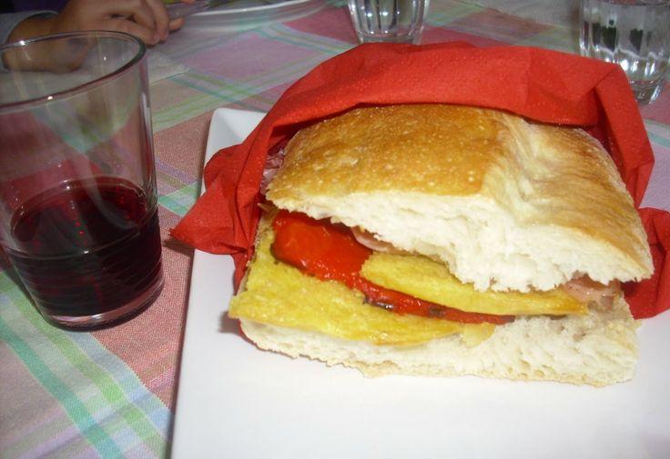 Fornelli W Fiamme: kanapka z farinata, papryka i szynka - panino KON farinata, peperoni Arrosto E PROSCIUTTO COTTO