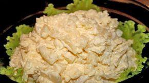 Вкусный и простой в приготовлении куриный салат с ананасами сейчас очень популярен. Именно он может стать изюминкой Вашего праздничного стола.
