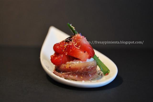fresa & pimienta: Anchoas con fresas silvestres y recuit de drap.