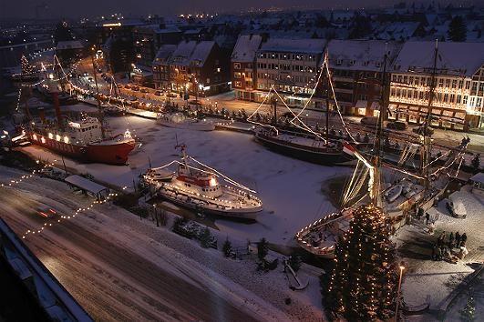 Die Vorweihnachtszeit am Meer in der Seehafenstadt Emden hat einen ganz besonderen Reiz.