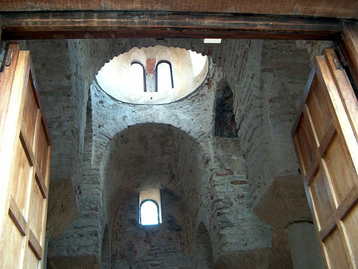 File:Cattolica di Stilo (internal view) - Province of Reggio Calabria, Italy - 24 Aug. 2003.jpg