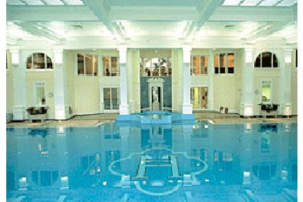 Sitting way out in rural seclusion, is Champneys Henlow Grange! A part of the world famous health resorts and day spas that is equally adored by both women and men in no small part down to its utopian settings and innovative treatment list that suits both him & her. This fabulous spa day will invigorate the body and mind and have the most tense and stresses people melt with relaxation. http://www.ineedpampering.com/spa-days/famous-spas/top-to-toe-spa-champneys-henlow-grange.html