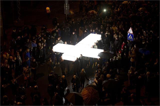 et Bijbelse spektakel The Passion strijkt volgend jaar neer in Amersfoort. ,,De stad Amersfoort is een prachtig decor voor The Passion 2016'', zei EO-directeur Arjan