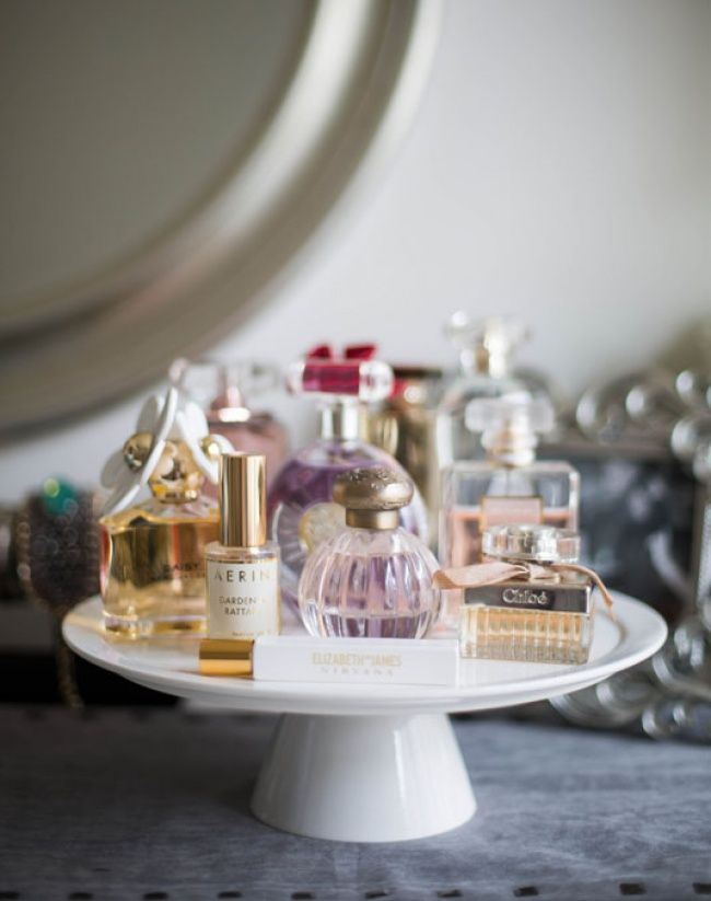 Great Idea: Use a cake stand to display perfume bottles | Eighteen indispensable tips for storing your precious cosmetics