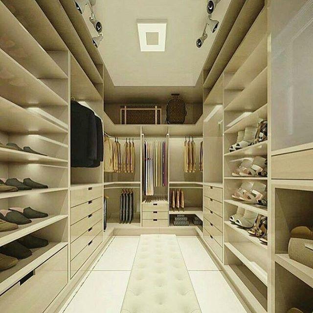"""696 Likes, 7 Comments - DecoreDecora (@decoredecora) on Instagram: """"Sonhaaaaando com esse closet! Perfeito para colocar tudo em seu lugar. Amei!!! Projeto: Lívia…"""""""
