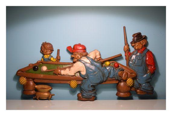 Figura de metal para la pared:  Cuenta con 3 jugadores de pool