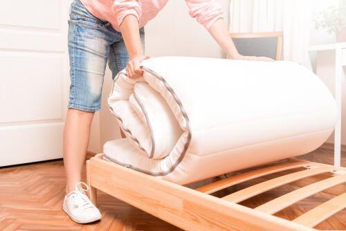 フローリングに敷いた布団の湿気 カビ予防はすのこで対策 暮らしの知識 オリーブオイルをひとまわし フローリング ベッド カビ 布団
