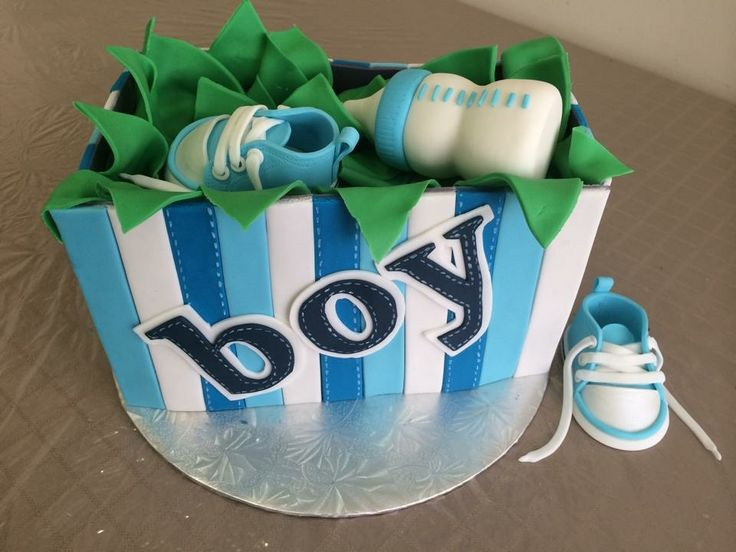 Baby shoes at milk bottle fondant