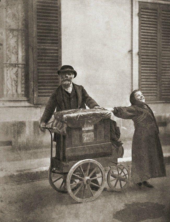 Organ player and street singer.   Paris 1898.  Photographer: Eugène Atget.