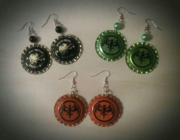 Halloweeniksi korvakorut pullonkorkeista ~ Bottle cap earrings for Halloween