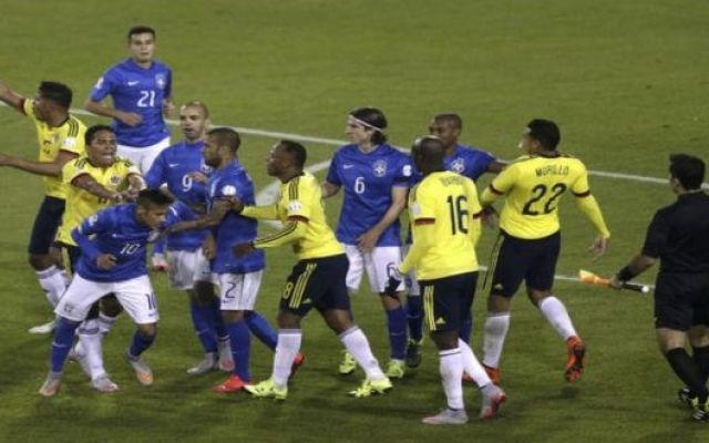 Rissa in Coppa America. Espulso Neymar e Carlos Becca Dopo aver perso a sorpresa la gara di esordio in Copa America contro il Venezuela, nel secondo turno del girone C la Colombia era chiamata all'impresa non riuscita all'ultimo Mondiale: battere il Bra #brasile-colombia #rissa #coppa