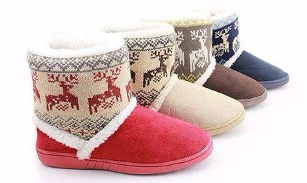 Morbide e confortevoli pantofole in stile natalizio da indossare in casa per tenere i piedi al riparo dagli spifferi invernali