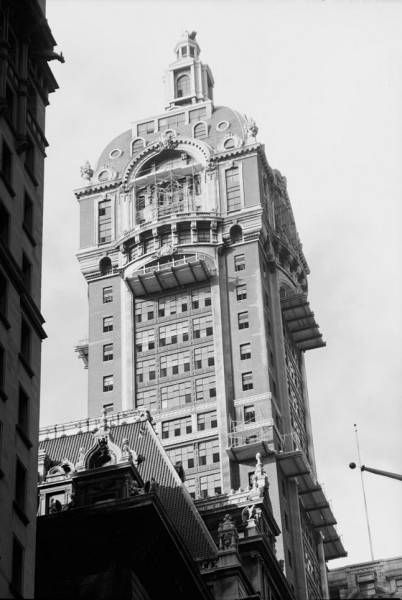 Singer Building, designed by Ernest Flagg, 1908. Unique and irreplaceable. Demolished 1968, three years after the Landmarks Preservation Commission was formed. The Singer Building and its neighbour, the City Investing Building, were replaced by One Liberty Plaza (formerly U.S. Steel), in no way whatsoever a worthy replacement. *