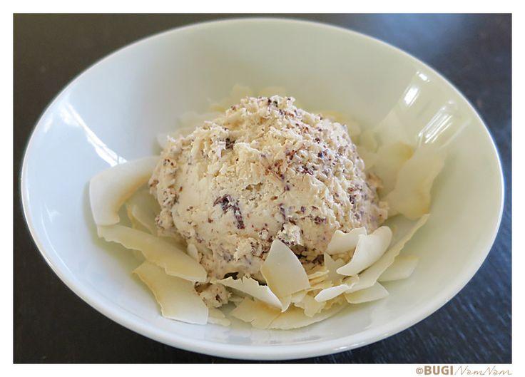Er man fan af kokos er denne is VIRKELIG VIRKELIGgod, og jeg er selv blevet afhængig af den. Både jeg selv og resten af minfamilie elsker is. For tiden eksperimenterer jeg med is uden mælk og fløde, men lavet på soya eller kokos. Denne is er lavet på det der hedder Kokoscreme som købes i... Læs mere…
