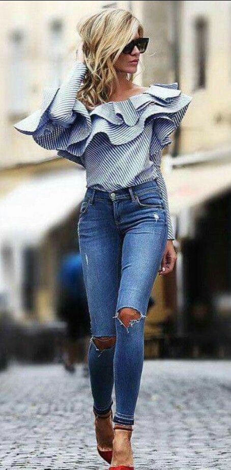Oufit casual blusa a los hombros con jeans