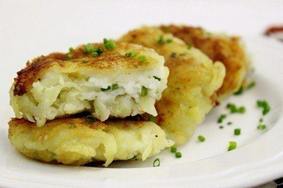 Фото к рецепту: Картофельные пампушки с творожной начинкой