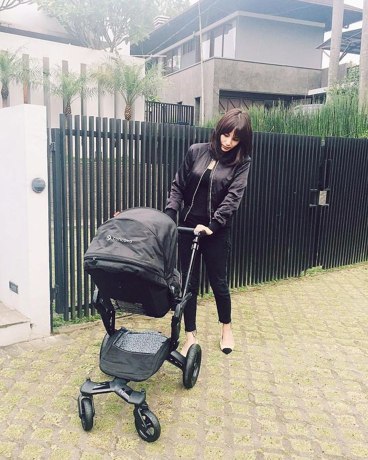 Monocolor mood   #totalblack #black #fitting #match #matchingcolors #ootd #mom #motherhood #momandbaby #babyproducts #goodmorning #morningstroll #stroll #stroller #buggy #pushchair #kinderwagen #cochecito #carrito #poussette #passeggino #concord #concordneo #repost @