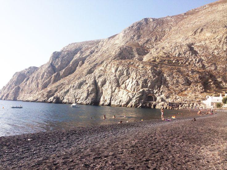 La spiaggia nera di Kamari