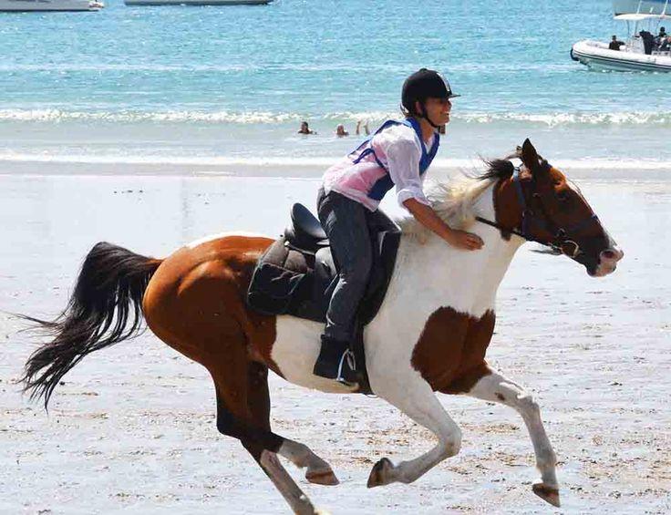 Onetangi Beach Races: Sunday 26th February