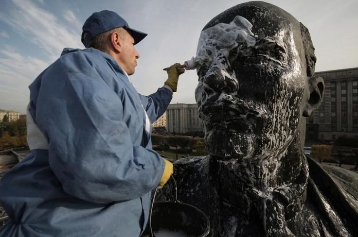 Washing the Lenin.