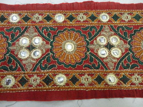 4-5-Yard-Fancy-Embroideried-Border-Lace-with-plastic-mirror-work-for-saree-trim