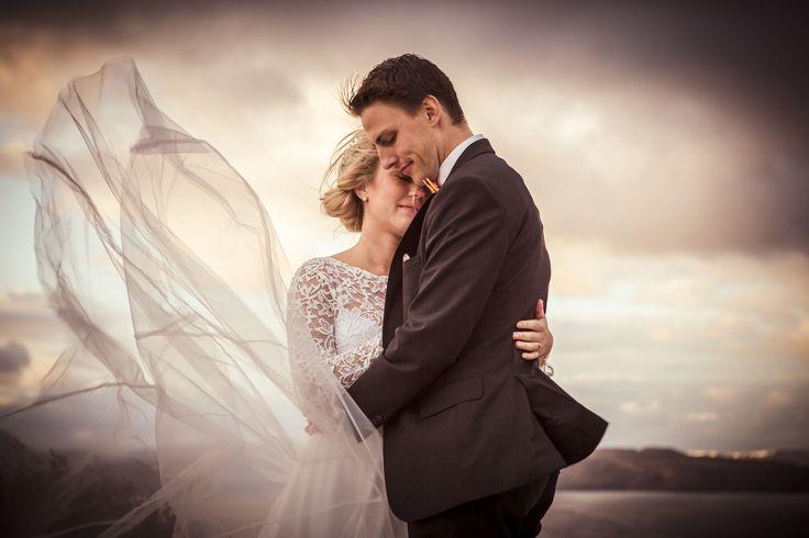 #destinationphotography #weddingphotography #weddingportraits #santorini #sunset #greece