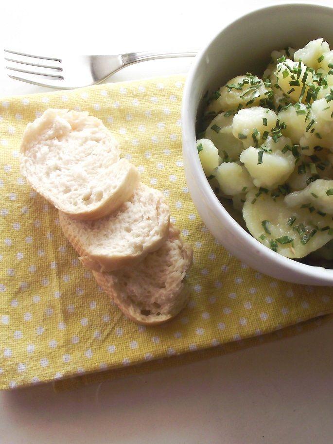 Passaggi fondamentali, spiegazioni complete e precisazioni riguardo la ricetta le trovate sul blog al seguente link:http://lemporio21.blogspot.it/2016/06/kartoffelsalat-insalata-di-patate-alla.html