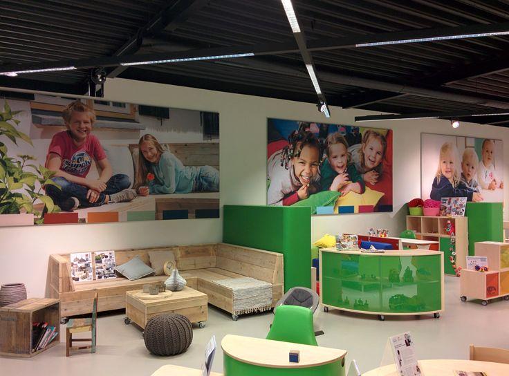 Onze showroom verandert continu. Nieuw zijn de levensgrote foto's aan de muur die passen bij onze drie verrassende inrichtingsstijlen. Benieuwd wat er nog meer te zien is in onze showroom? Kom 'echt' langs of breng een virtueel bezoekje.  http://www.kgrolf.nl/news/bezoek-virtueel-onze-showroom-en-laat-u-verrassen/bezoek-virtueel-onze-showroom-en-laat-u-verrassen.aspx