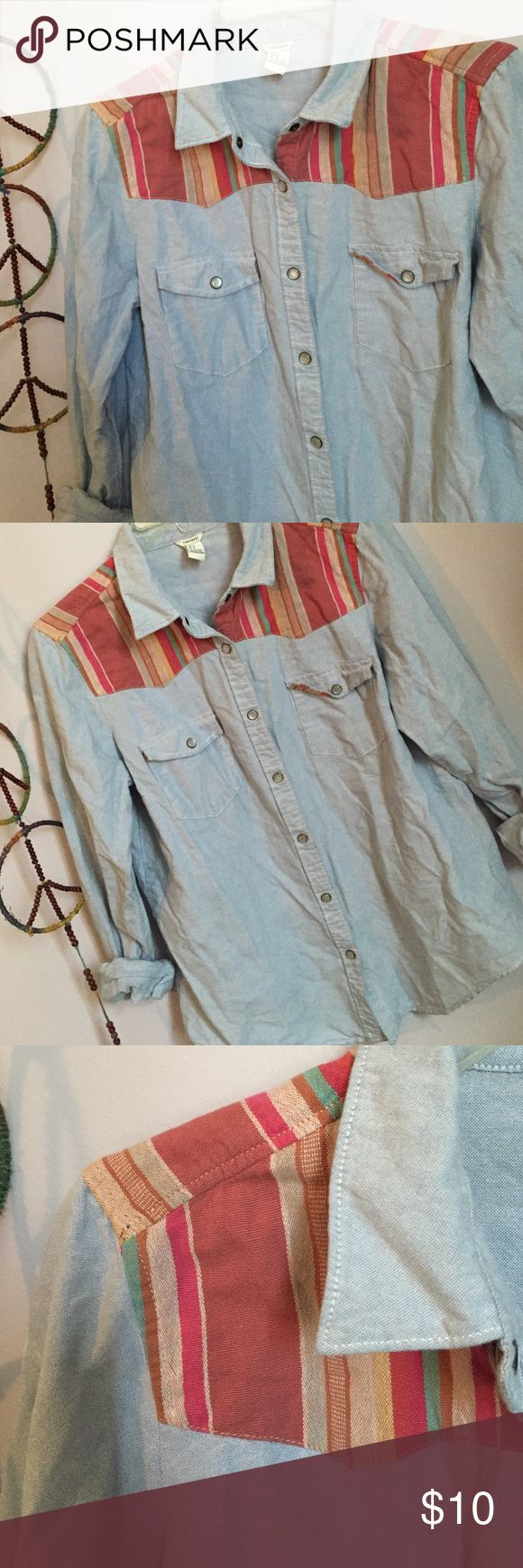 🔴Chambray Baja shoulder button down A light denim look perhaps chambray button down with a colorful Baja print on the shoulders and back. Excellent condition Forever 21 Tops Button Down Shirts