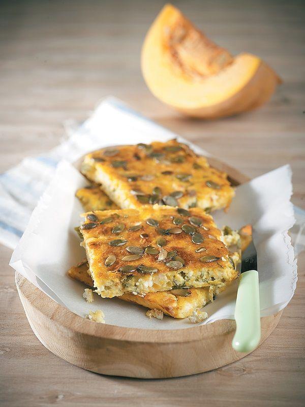 Μία πολύ νόστιμη πίτα με κολοκύθα, για ορεκτικό ή σνακ. Το πάχος της θα πρέπει να είναι σχετικά λεπτό γιατί είναι πιο νόστιμη λεπτή και ξεροψημένη.