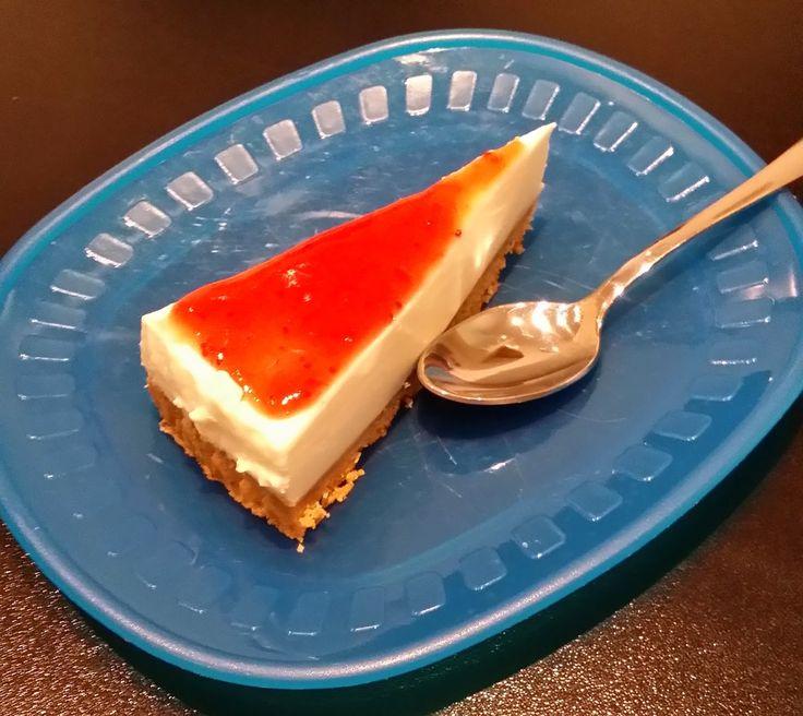 Dopo un pranzo di Pasqua ricco e abbondante, a base di uova, salame e carne ... la torta fredda allo yogurt ha chiuso in freschezza i...