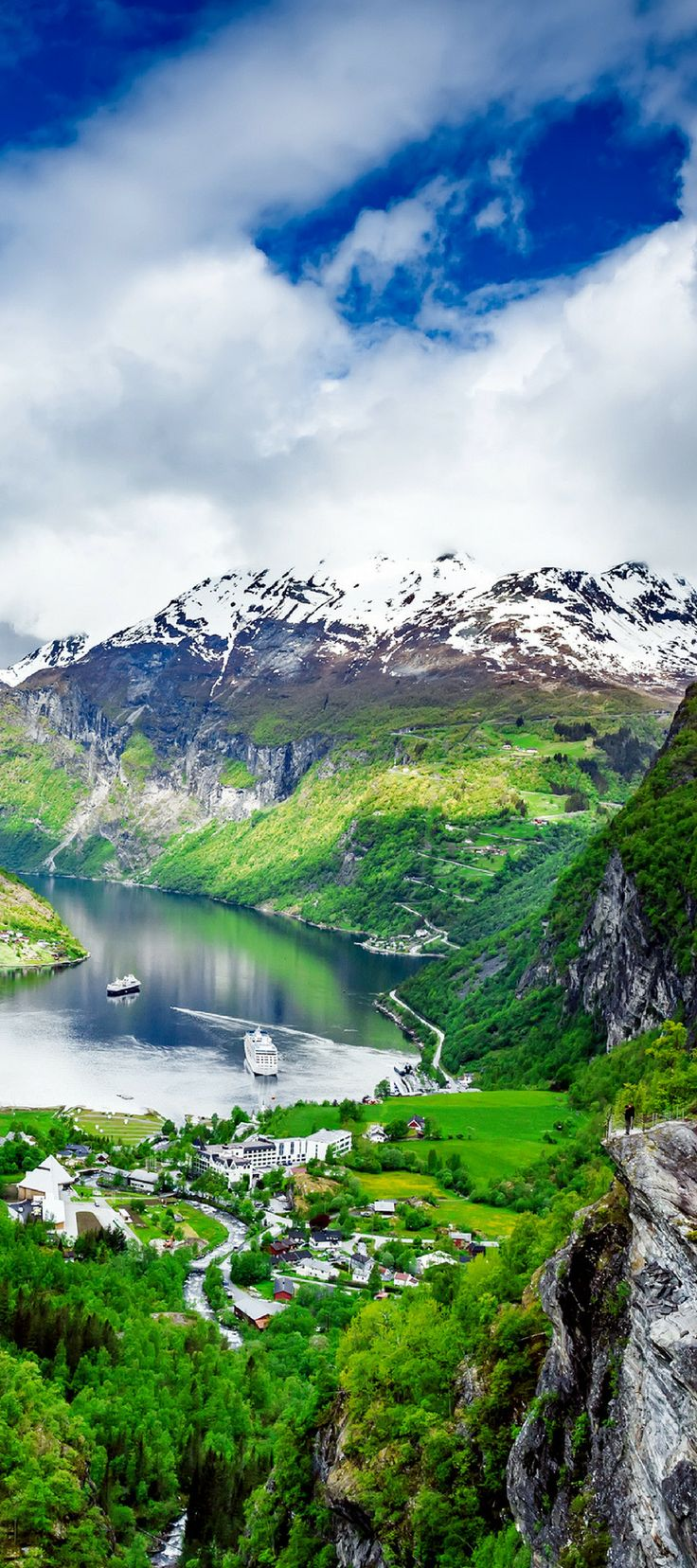 The famous Geiranger Fjord in the summer! Enjoy 20 incredible photos of Norway you can add to your bucket list! Fjords | Alesund | Flam | | Bergen | Nature | Waterfalls | Things to do in Norway