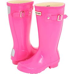 When it comes to rain boots, can't beat #Hunter (and naturally in a glossy fuchsia finish).
