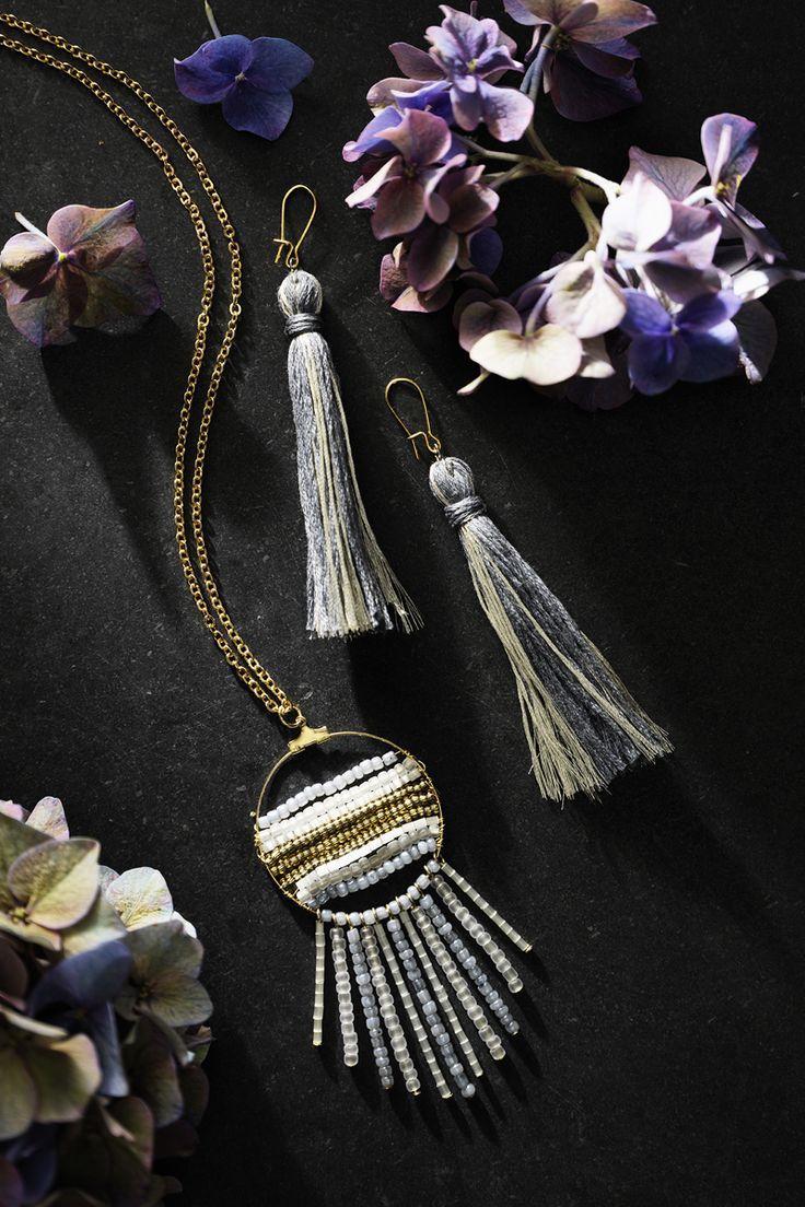 Rocaille necklace and tassel earrings www.panduro.com Jewellery by Panduro #jewellery #jewelry #earrings #smycken #örhängen #tassel #rocaille #rocailles #pärlor #beading #beads
