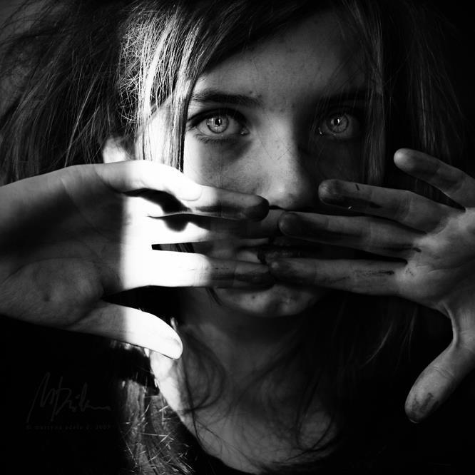 Las causas de una enfermedad pueden ser misteriosas y generalmente estar relacionadas a procesos psicosomáticos. ¿Cómo es que la mente puede propiciar enfermedades y también sanarlas?