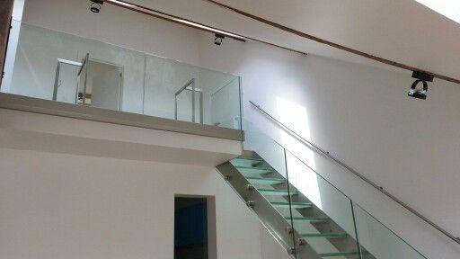 R alisation d 39 un escalier inox verre sur limon lat ral et garde corps en - Escalier limon lateral ...