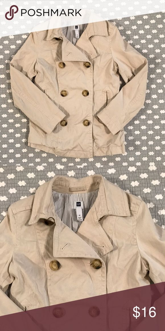 Gap coat size XS Adorable jacket from Gap size XS. Test used condition. Could probably fit a size S too. GAP Jackets & Coats