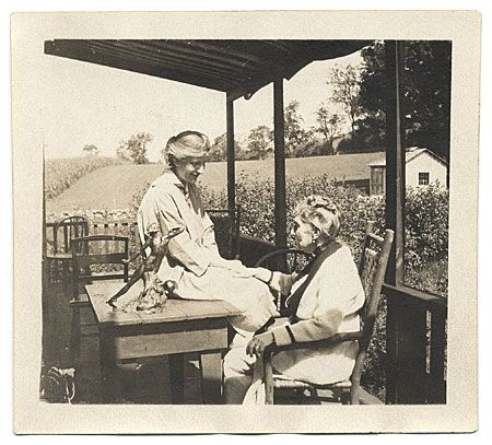 Citation: Malvina Hoffman with her mother, 1921 / Edith M. White, photographer. Miscellaneous photographs collection, Archives of American Art, Smithsonian Institution.