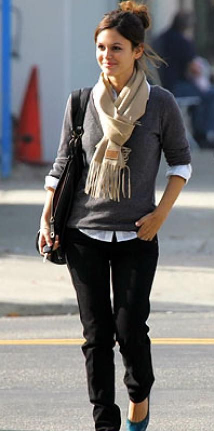Look of the Day › December 1, 2007 Bilson accessorized with a Coach scarf and a bag by Derek Lam.