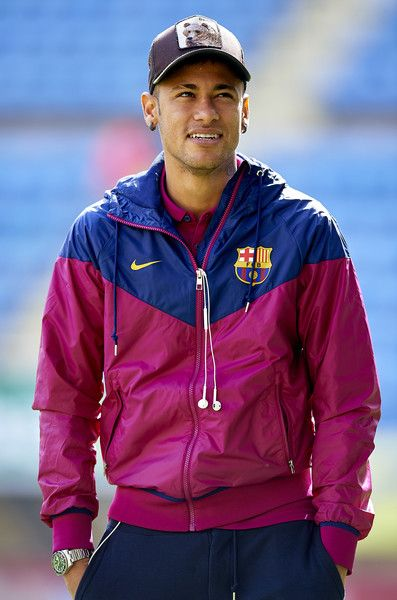 Neymar JR of Barcelona looks on prior to the La Liga match between Villarreal CF and FC Barcelona at El Madrigal on March 20, 2016 in Villarreal