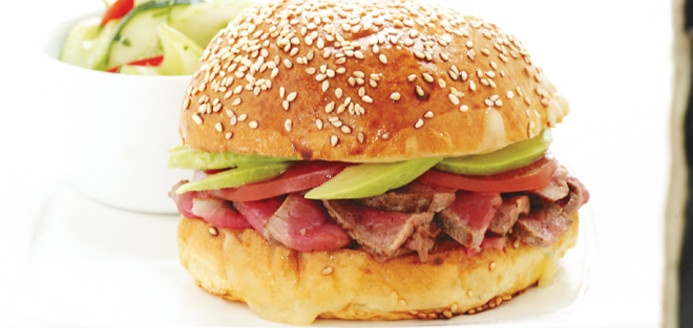 Barros Luco (sandwich au boeuf, à l'avocat et au fromage fondu)