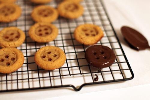 Cute As a Button Cookies! #ElleFowler