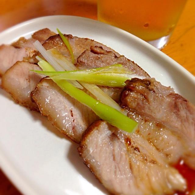 日曜日は煮豚を作り、煮汁と合うラーメンのスープの研究に没頭…  今日は煮干しと鶏ガラのダブルスープを作りました。  いただきます… - 153件のもぐもぐ - 煮豚 by ishida0288