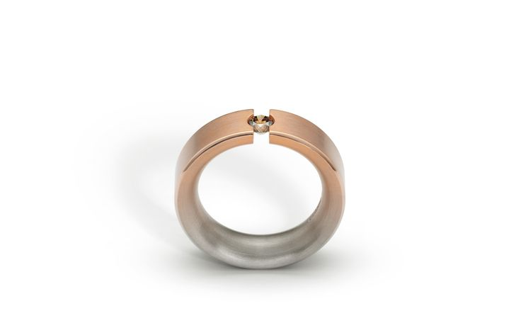 Niessing Aura Spannring; colour gradient acquires a new creative dimension in this tension ring.