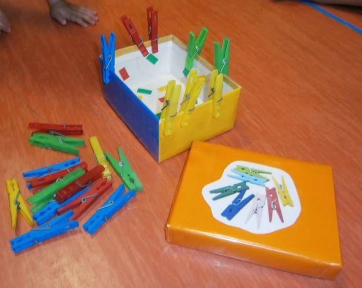 LA CLASE DE MIREN: mis experiencias en el aula: JUEGOS DE ASAMBLEA: NUESTRA CAJA DE PINZAS DE COLORES