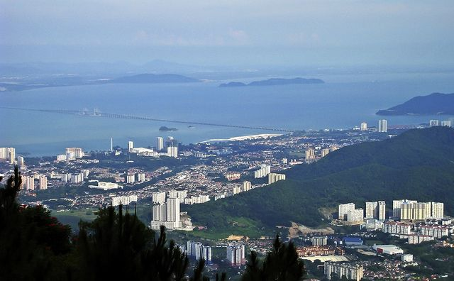 Located in the Strait of Malacca off West Malaysia's northwestern coast, #PenangIsland is a popular tourist destination due to its historic ...