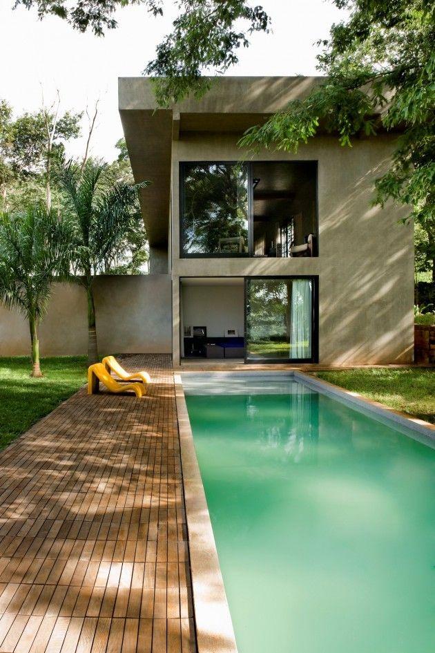 Architect Leo Romano has designed Casa Da Caixa Vermelha (House of the Red Box) located in Goiânia, Brazil.